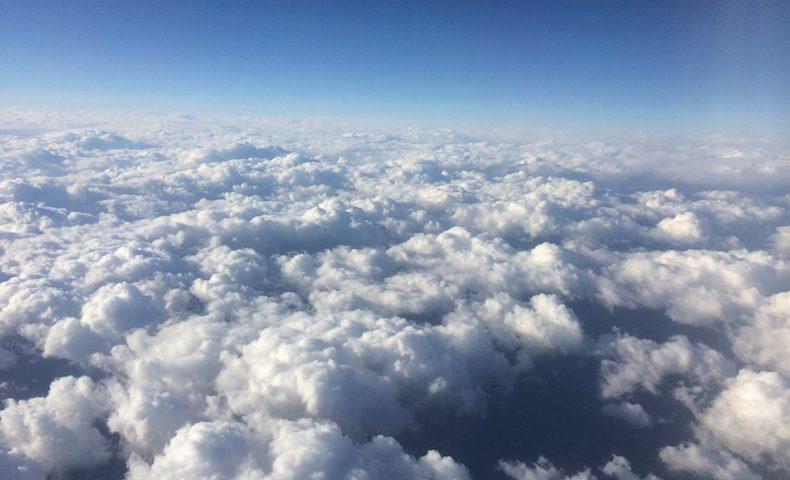 空 雲の上 フライト 飛行機からの景色